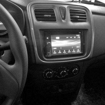 Incar (Intro) Переходная рамка INCAR RFR-N33 для Renault Logan 2013+, Sandero 2012+ (фото, вид 1)