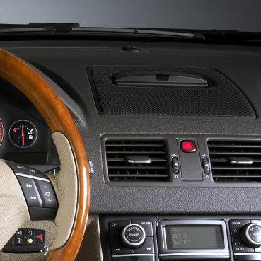 Incar (Intro) Переходная рамка Volvo XC90 03+ (для штатного монитора в торпеде) (Incar RVL-N11) (фото, вид 1)